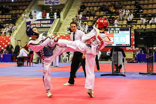 Юные тхэквондисты соревнуются на турнире «Братишка»